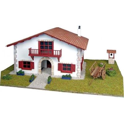 Сборная деревянная модель деревенского дома Artesania Latina Chalet en kit de Caserío con carro, 1/72